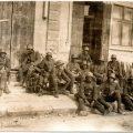Група німців відпочиває в Микулинцях після перетину річки Серет – 1917р