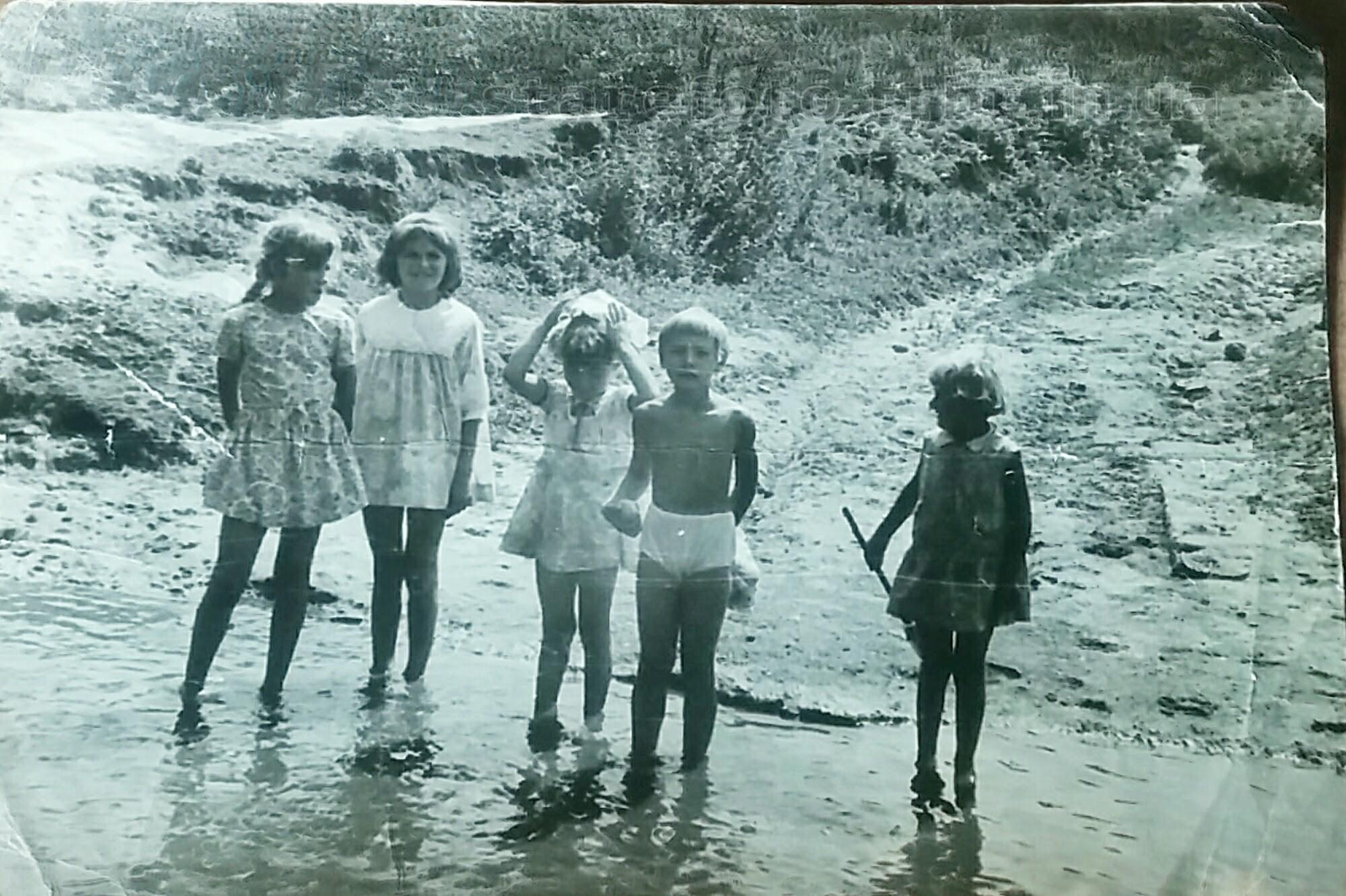 Діти на річці
